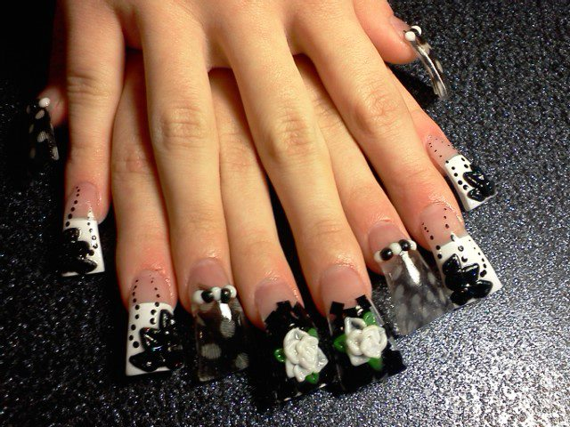 To Give Only Certain Nai Tips A French Manicure Effect Airbrush Paint In White Was Used On The Pointer And Pinky Fingers